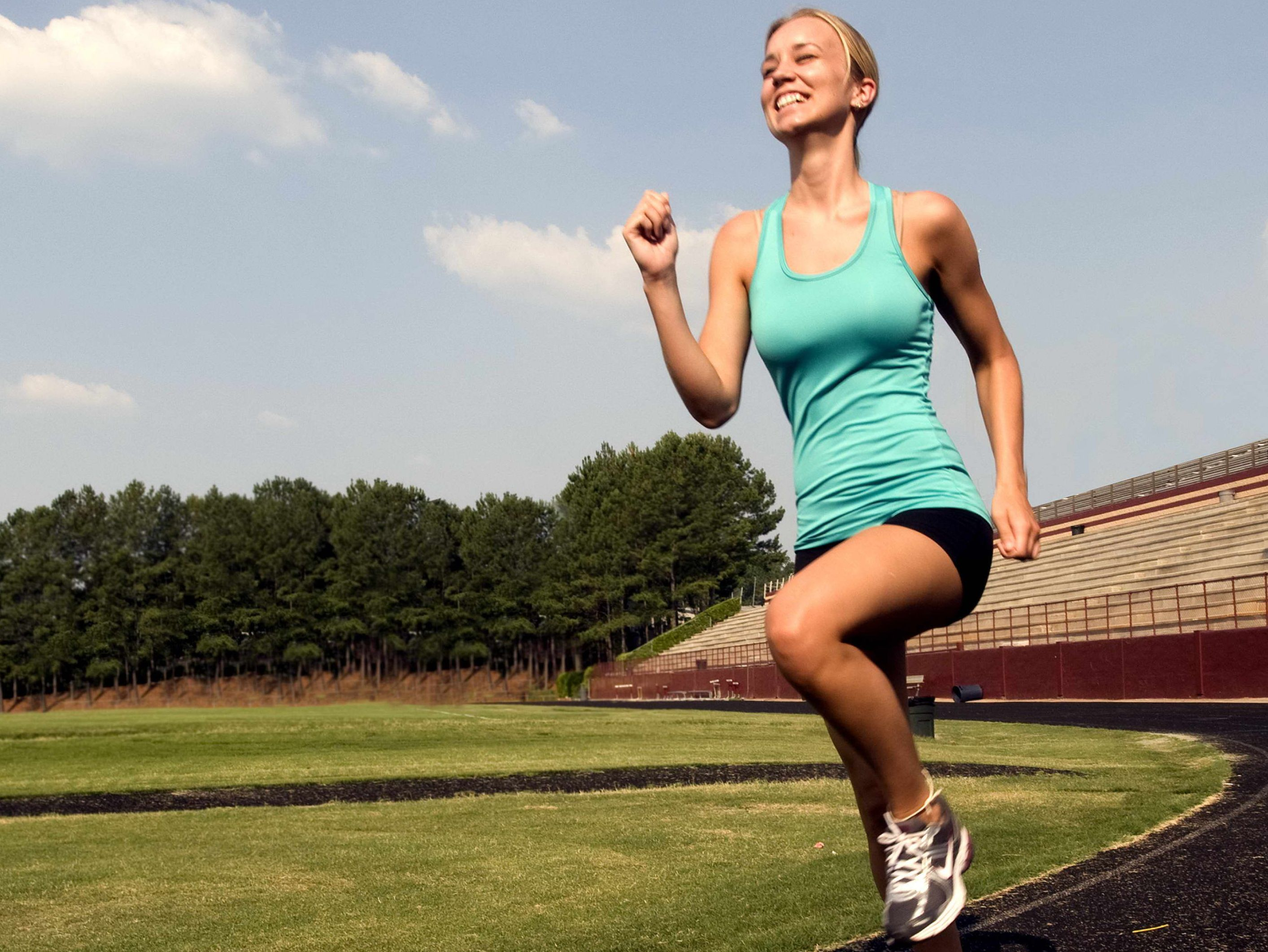 smiling-young-woman-was-jogging-with-a-high-legged-technique-e1430133662912