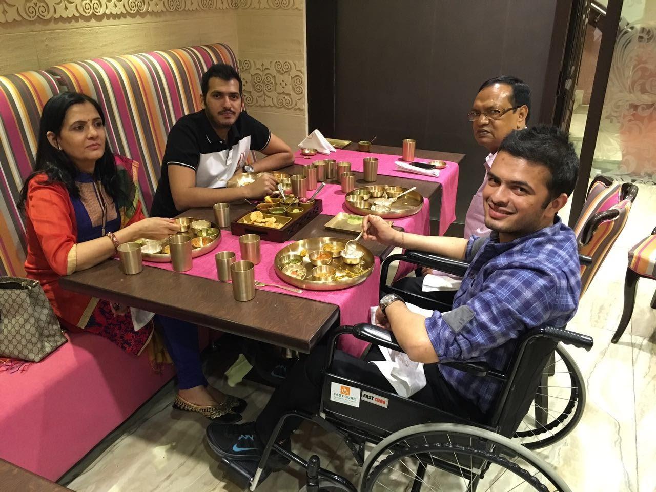 Family Dinner(1)